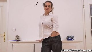European chubby mom Ameli stuffs her mature pussy with a dildo