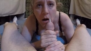 Amateur wife gets face covered in cum with morning blowjob